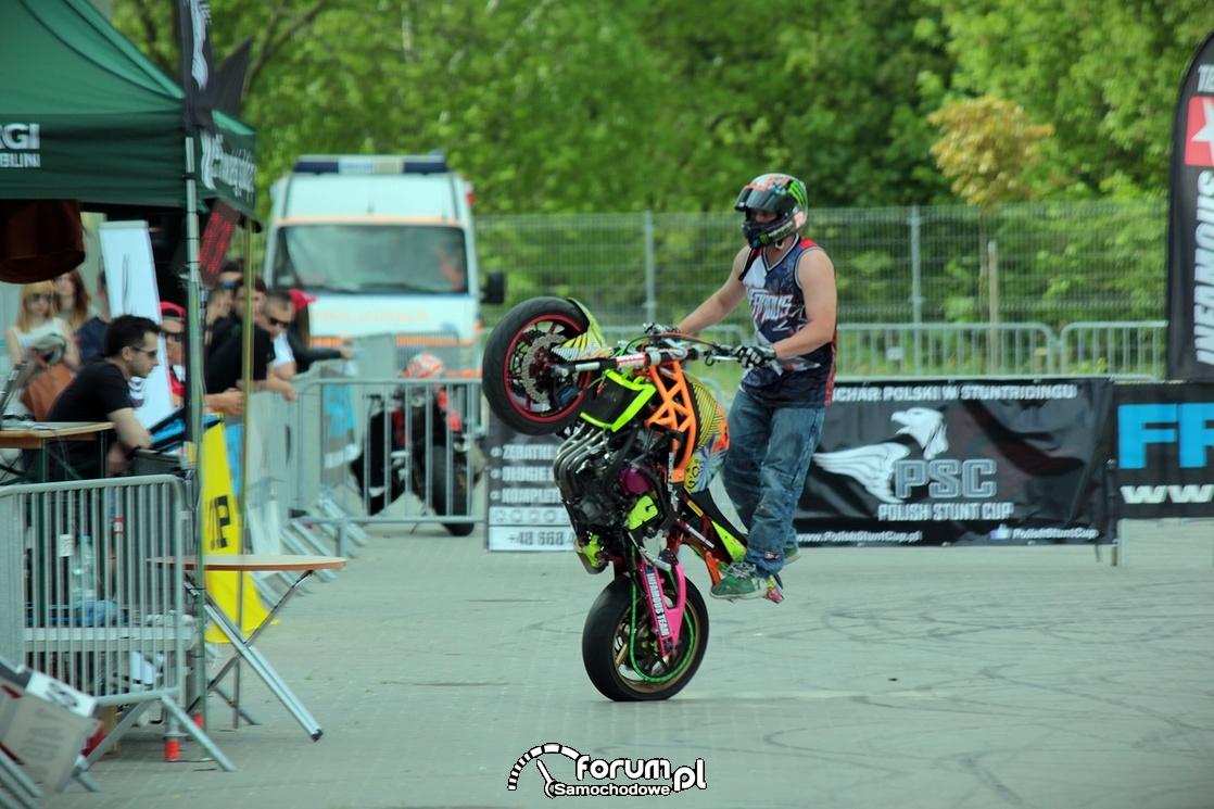 Jazda na tylnym kole, stunt motocyklowy