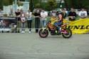 Kolorowy motocykl do stuntu