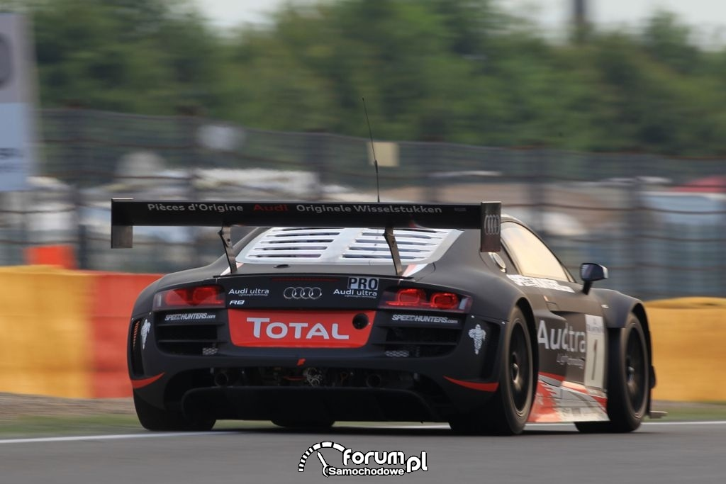 Audi R8 LMS ultra na torze w Spa, 2