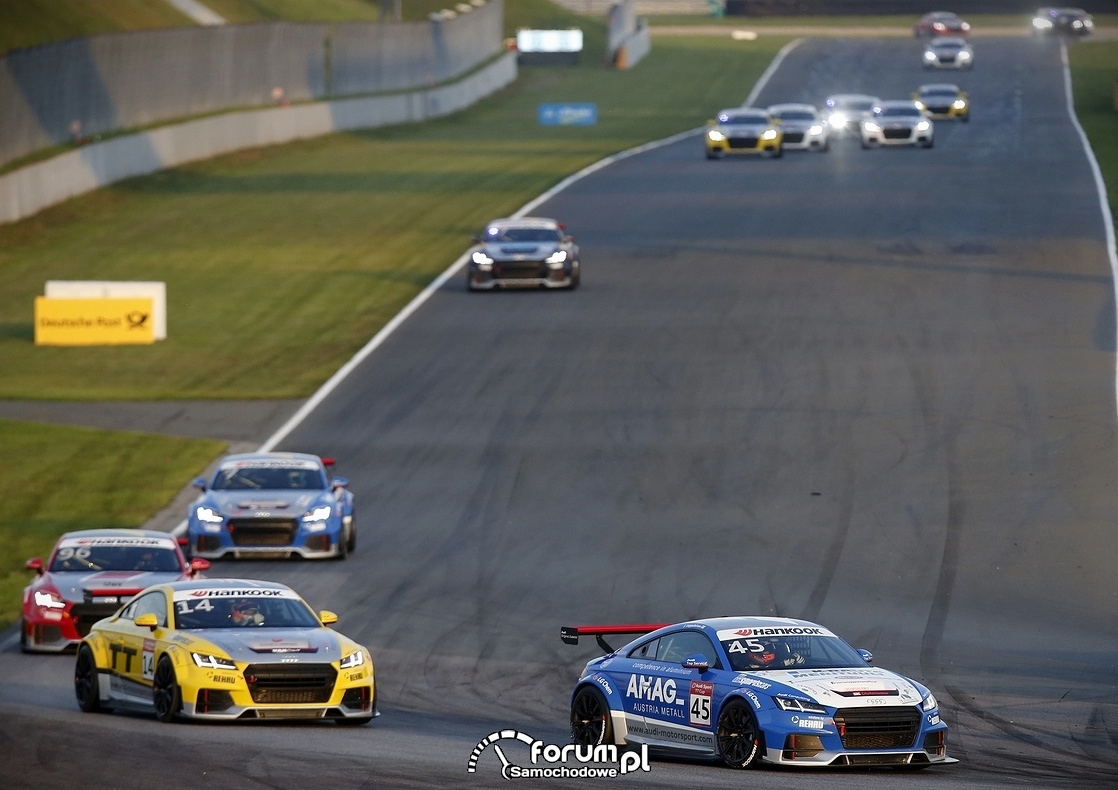 Audi Sport TT Cup na torze Motorsport Arena w Oschersleben
