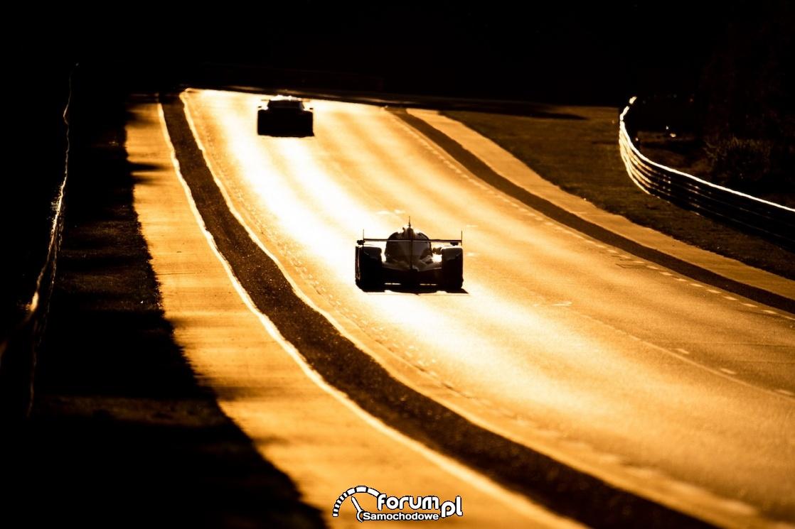 Le Mans Toyota, tor w słońcu