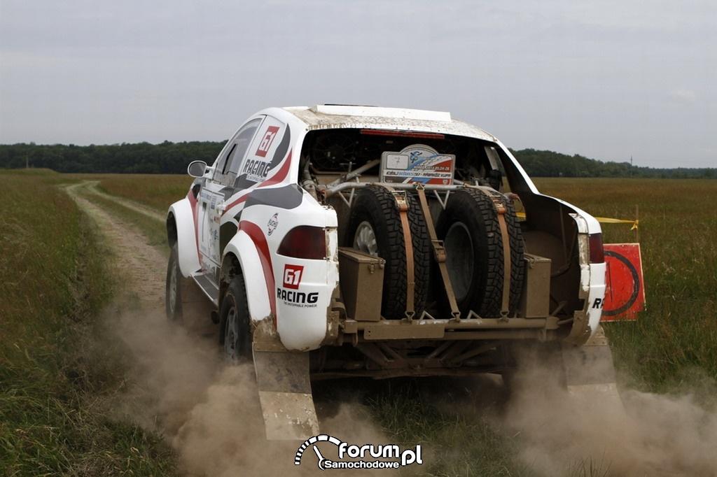 Mitsubishi L200 Strakar z 4-litrowym, benzynowym silnikiem, koła zapasowe, Cross Country - Rabakoz Cup