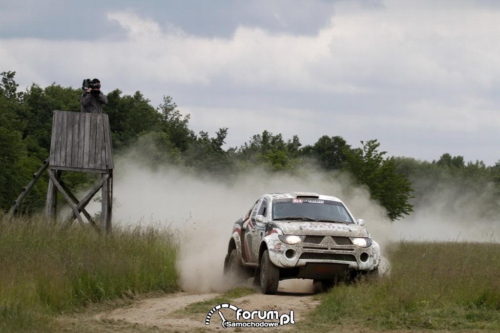 Mitsubishi L200 Strakar z 4-litrowym, benzynowym silnikiem