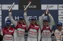 Na podium - L. Duval, T. Kristensen, A. McNish, tor Silverstone, Audi e-tron quattro