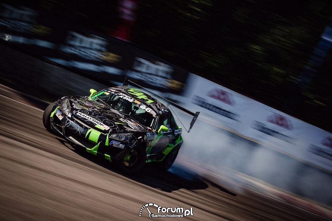 Sprzęgło z karbonu i specjalny dyferencjał - samochód do driftu