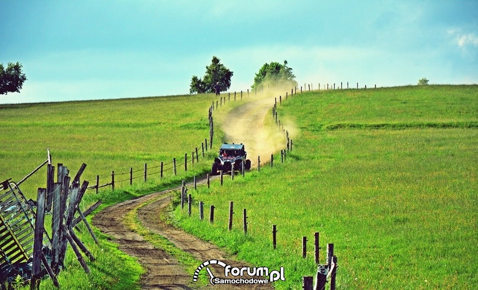 Pojazd UTV, droga przez pole, RMPST