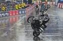 Pokazy motocyklowego stuntu na VERVA Street Racing