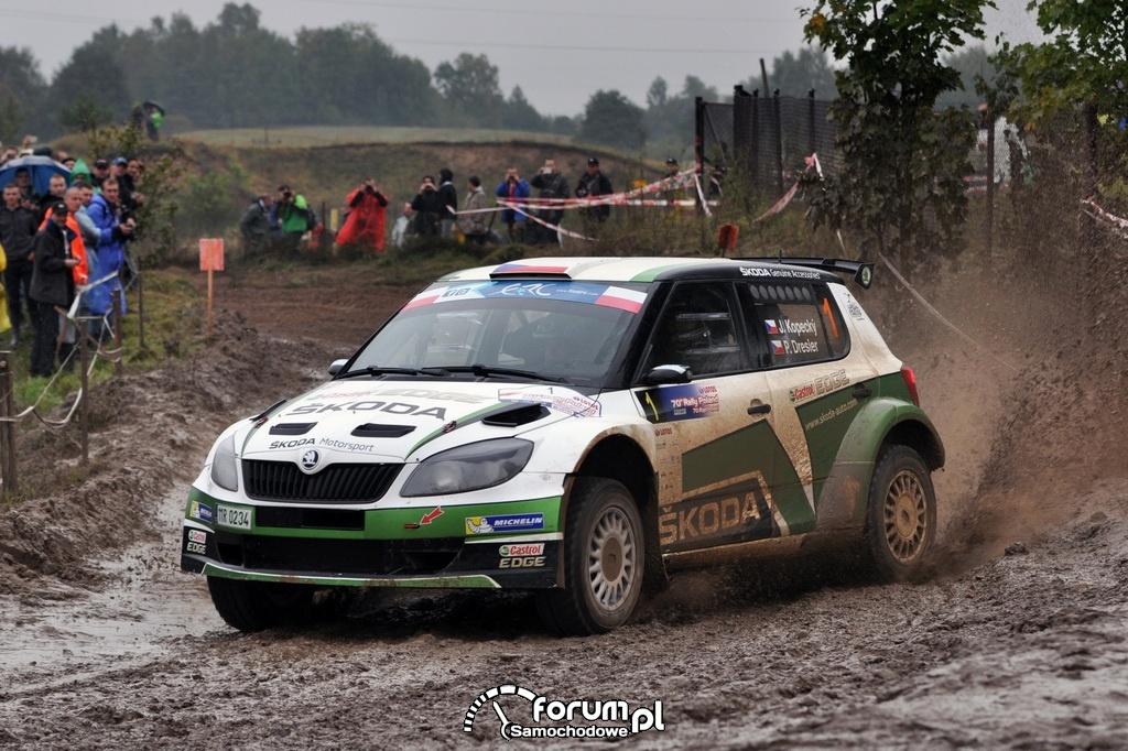 Skoda Fabia S2000 na mocno zabłoconym odcinku, Jan Kopecký i Pavel Dresler