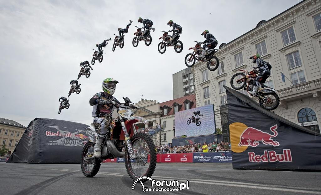 Skoki kaskaderskie na motorach na VERVA Street Racing