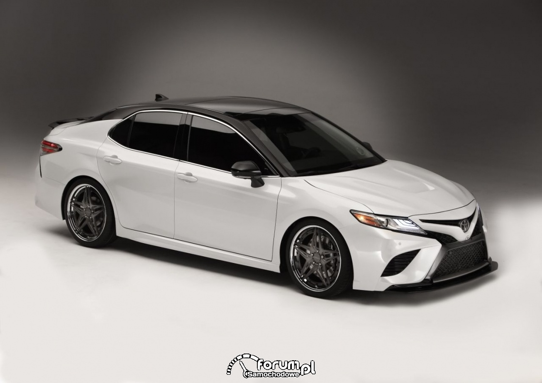 Toyot Camry, pearl white