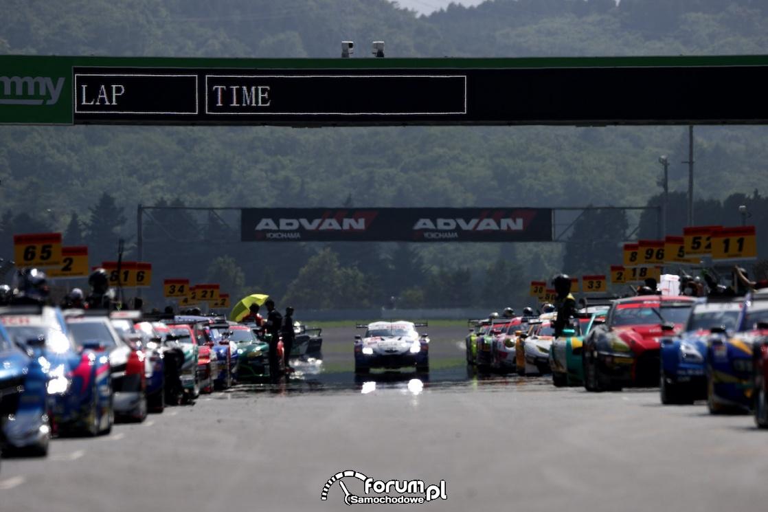 Toyota GR Supra, Autobacs Super GT, samochody na starcie