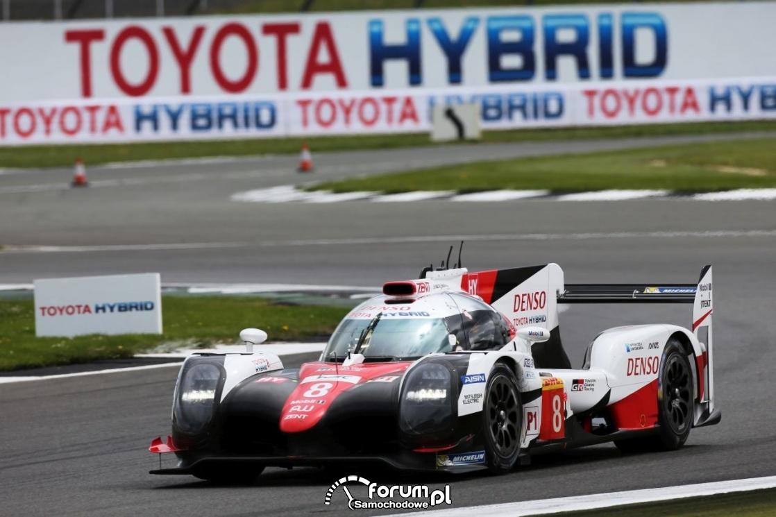 Toyota TS050 Hybrid, na torze wyścigowym
