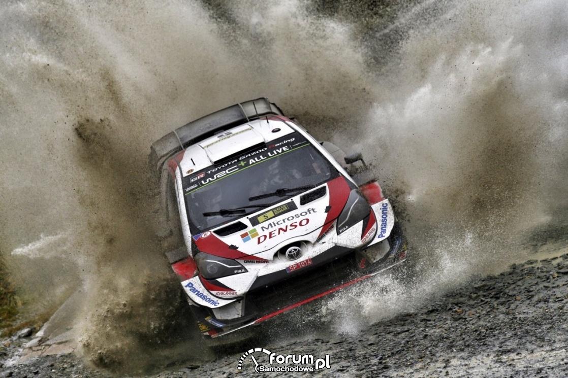 Toyota Yaris WRC, przejazd przez wodę