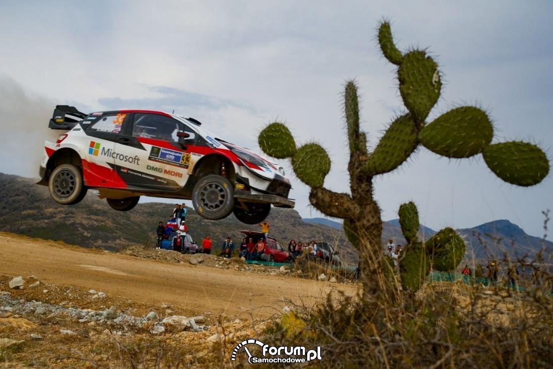 Toyota Yaris WRC - Rajd Meksyku, podczas skoku