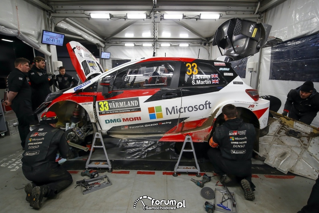 Toyota Yaris WRC, service