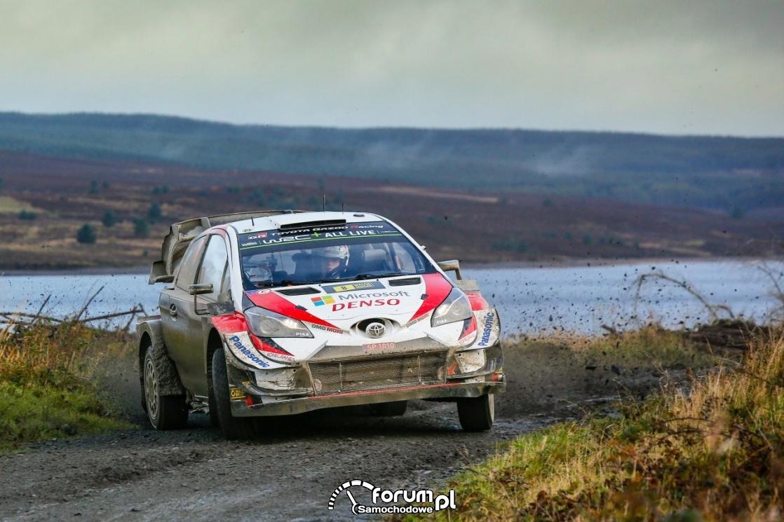 Toyota Yaris WRC, szutr, zakręt