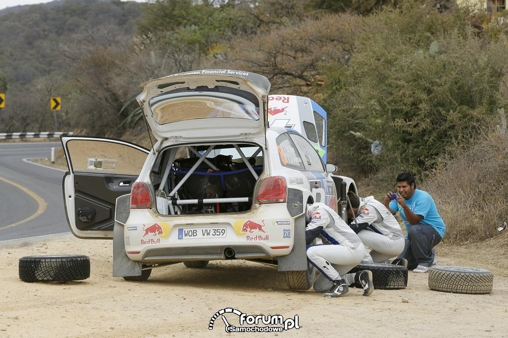 Volkswagen Polo R WRC, Rajd Meksyku, wymiana koła