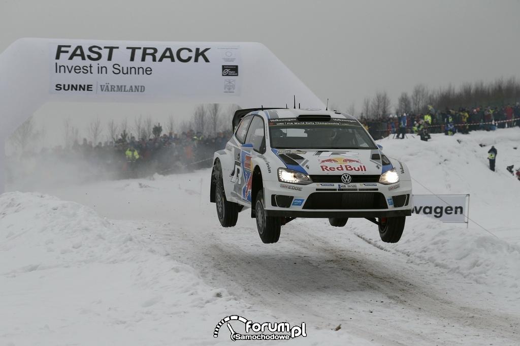 Volkswagen Polo R WRC w powietrzu, długi skok