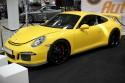 Żółte Porsche, czarne aulfelgi