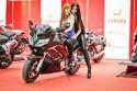 Dziewczyny na motorze Yamaha
