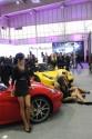 Dziewczyny, medelki, hostessy na stoisku Ferrari