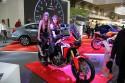 Honda Africa Twin, dziewczyny na motorze
