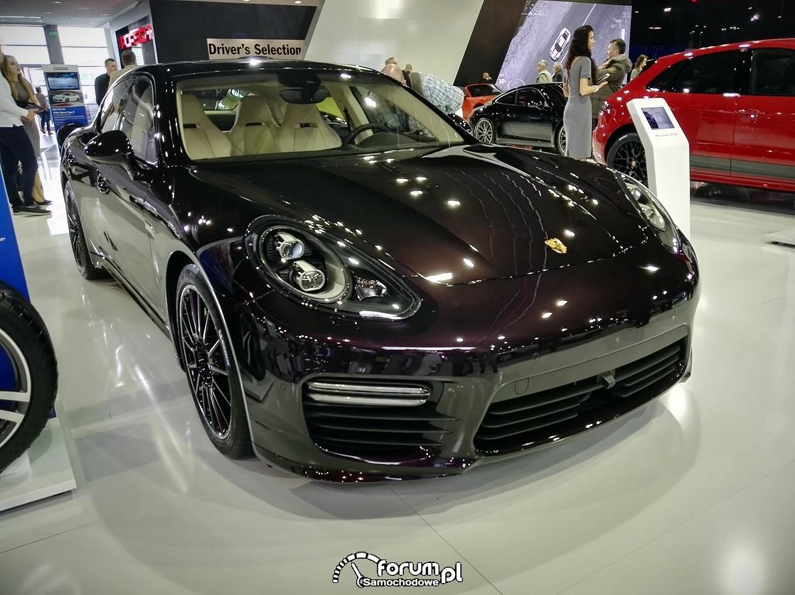 Porsche Panamera GTS, przód