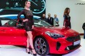 Kia Stinger, hostessy