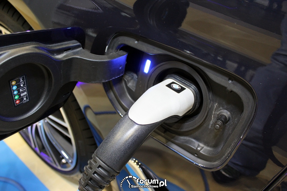BMW serii 5 Plug-in Hybrid, gniazdko ładowania