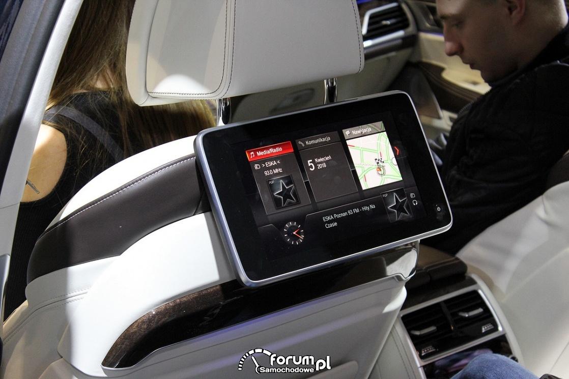 BMW serii 7 M760Li, wyświetlacze dla pasażerów z tyłu