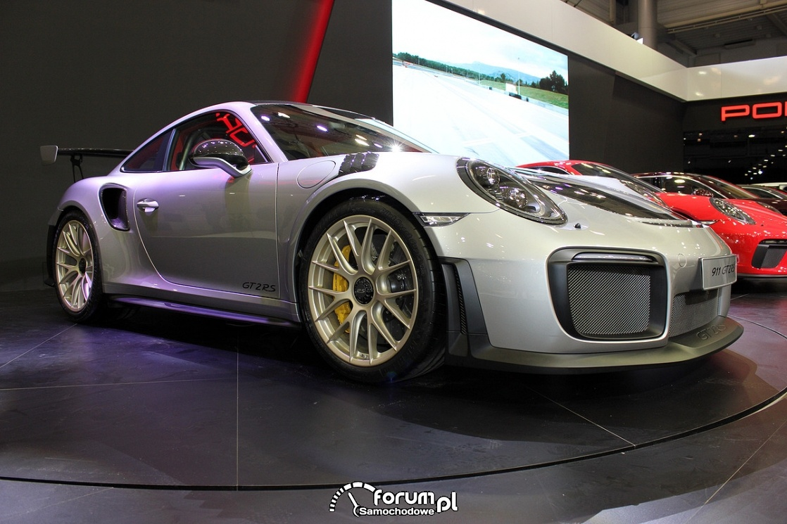 Porsche 911 GT2RS, bok