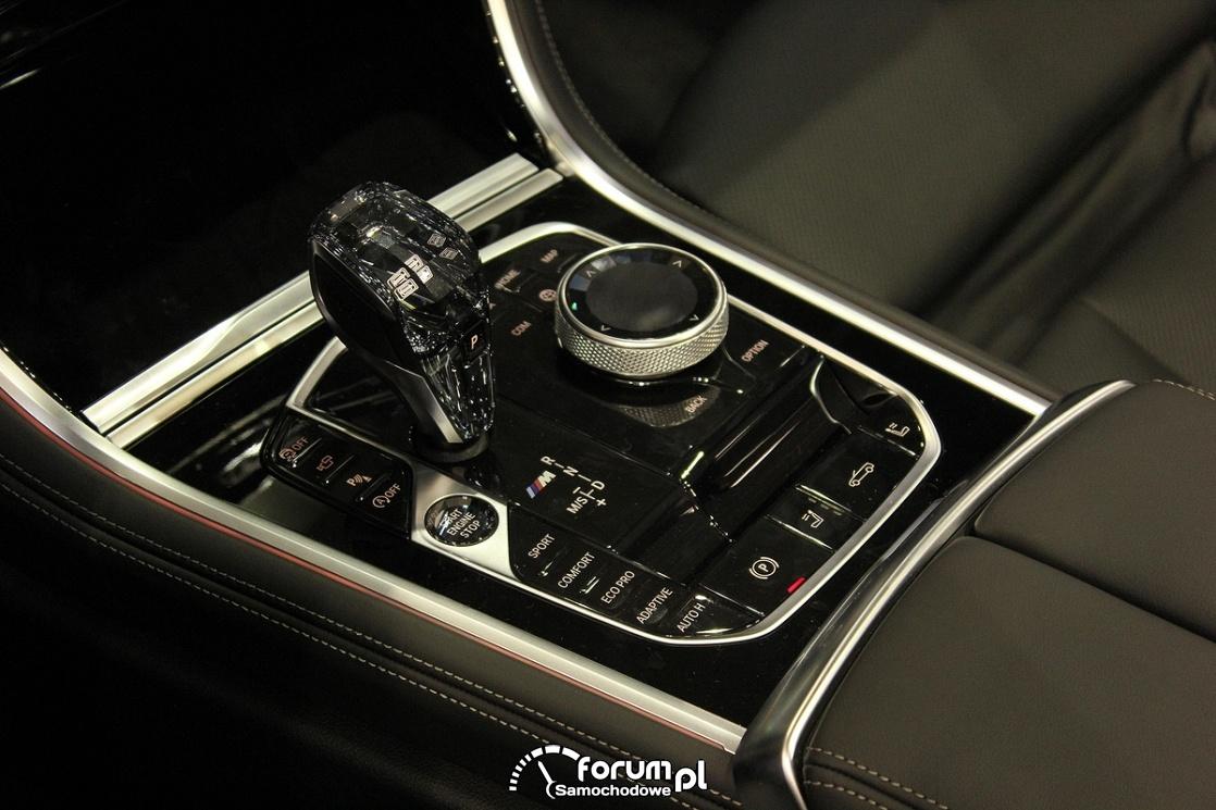 BMW M850i xDrive Cabrio, środkowa konsola