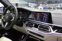 BMW X7 M50d, deska rozdzielcza i ekrany dotykowe