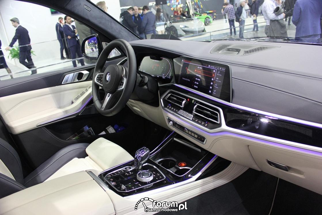 BMW X7 M50d, wnętrze