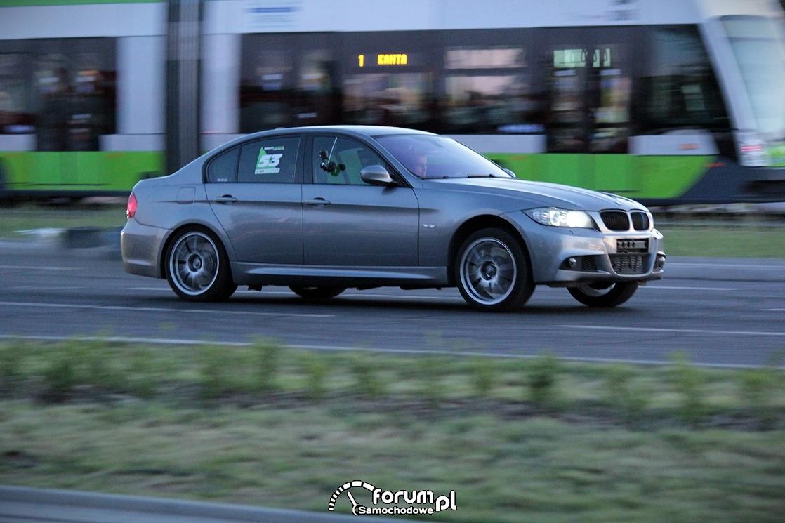 BMW E46 Coupe, przód idze w górę podczas przyspieszania