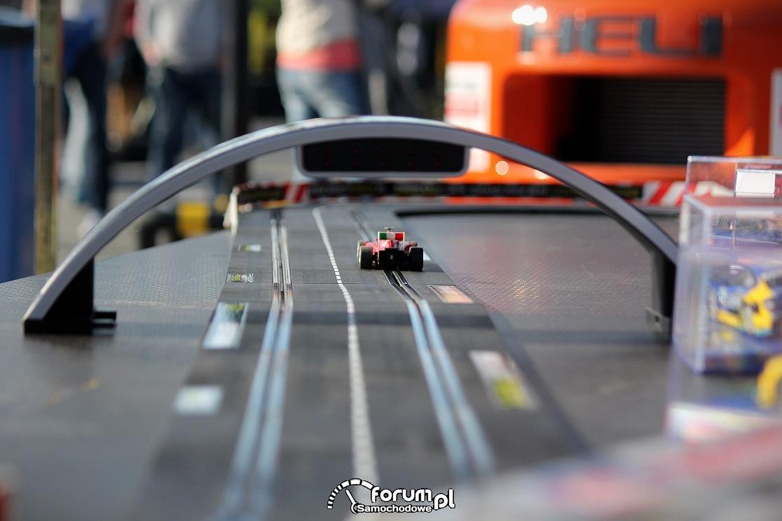 Elektryczny tor wyscigowy dla samochodów, 2