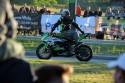 Jazda motocyklem siedząc tyłem do kierunku jazdy