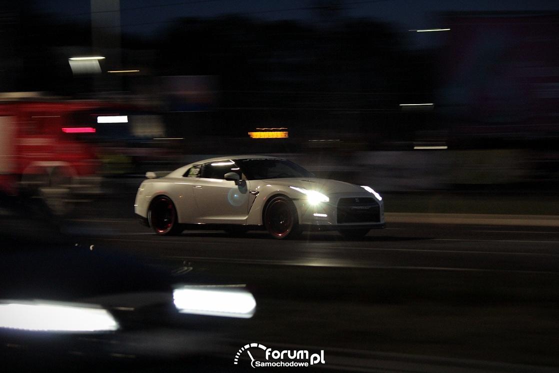 Nissan GTR, nocne wyscigi