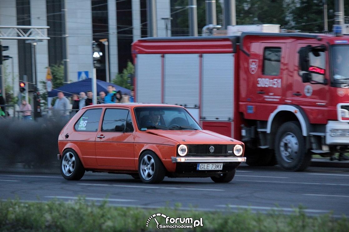 Volkswagen Golf I diesel, dym z rury, kopci