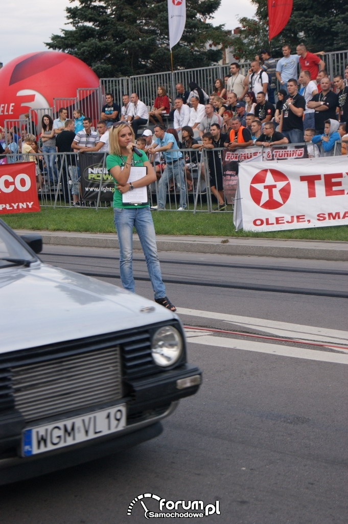 Anita Kozłowska, radio Eska, prowadząca imprezę, 2 zdjęcie