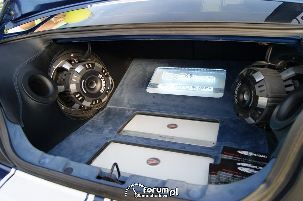 Rewelacyjny Ford Mustang, zabudowa bagażnika, Car Audio zdjęcie : Night Power JV36