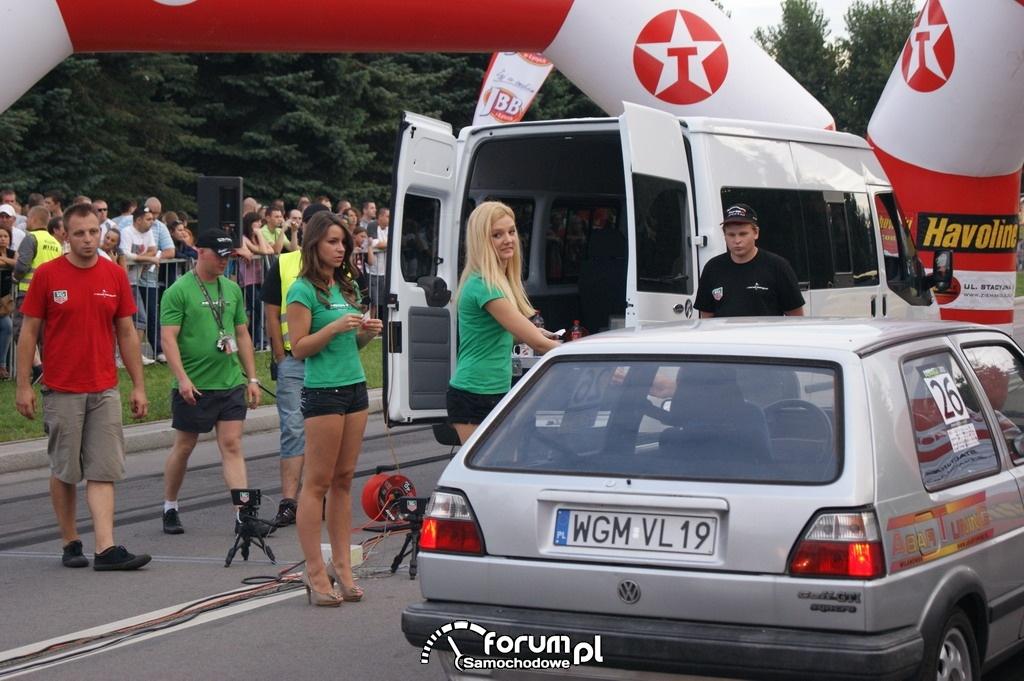 VW Golf GTI Syncro, AbarTuning, dziewczyny