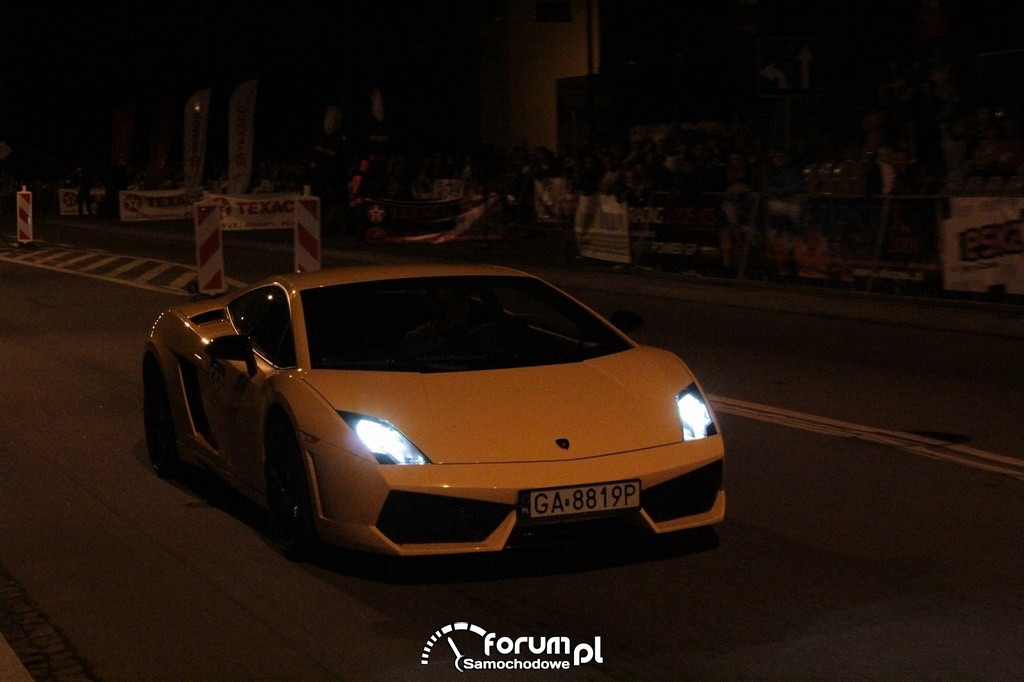 Lamborghini Gallardo w nocy