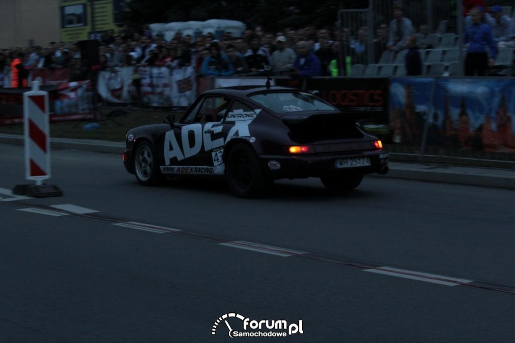 Porsche 911 Carrrera 2, podczas wyścigu