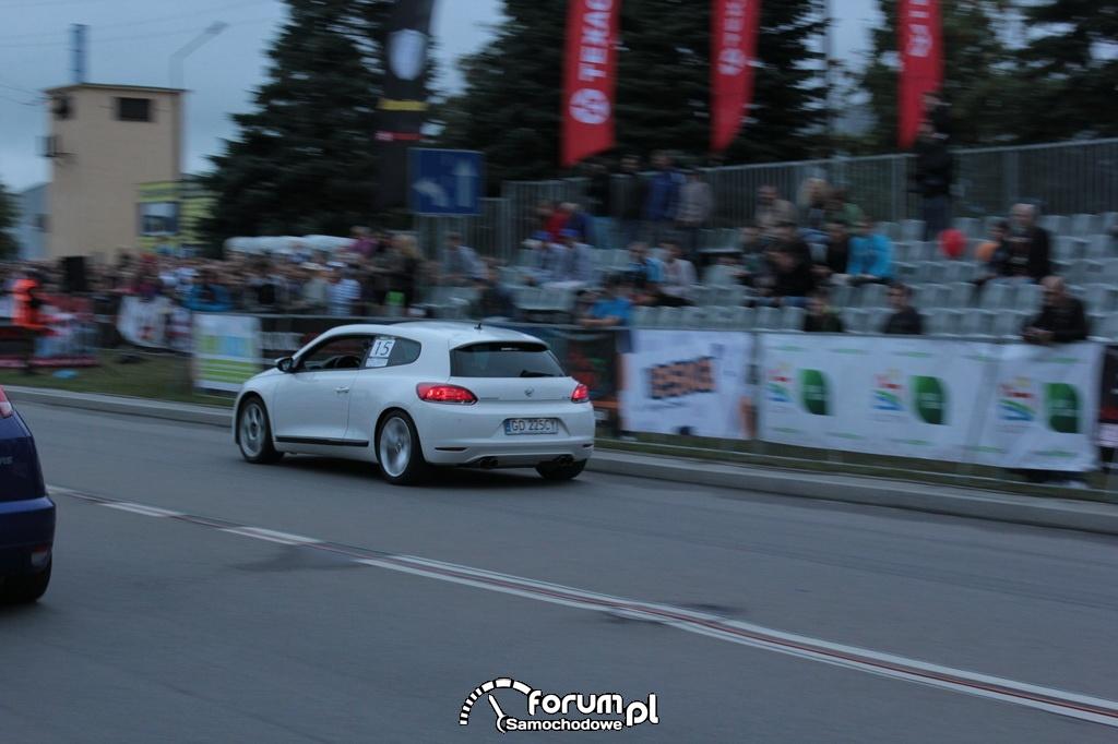Volkswagen Scirocco vs Ford Focus RS I