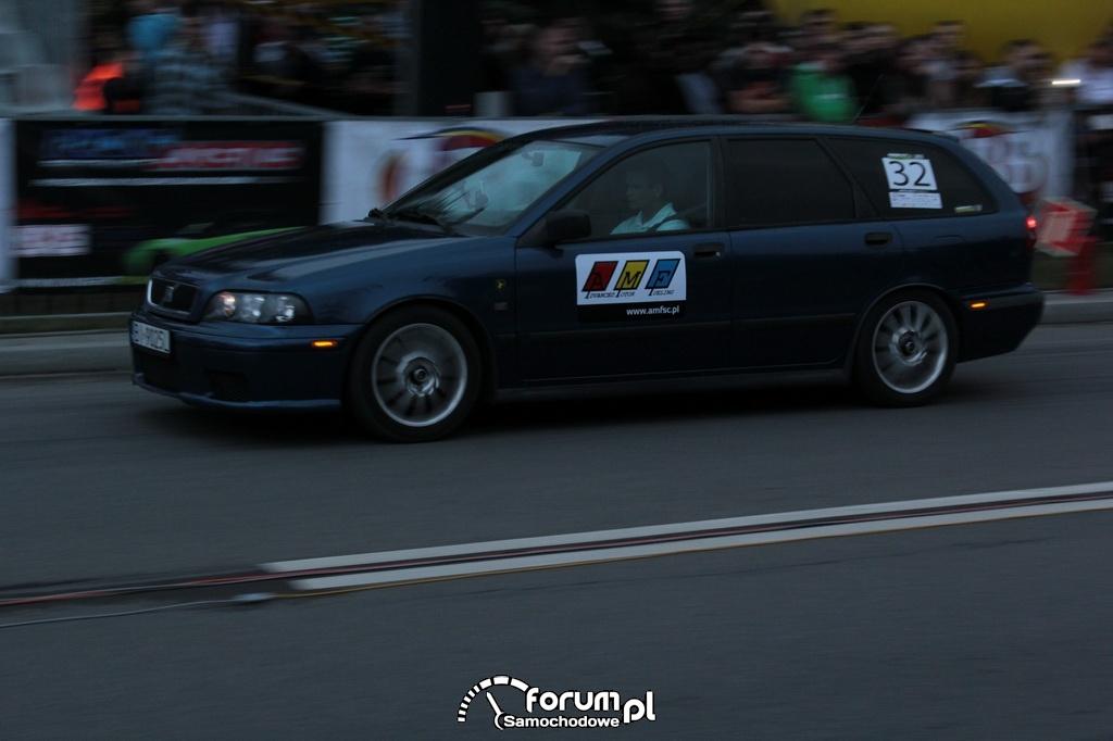 Volvo V40, nr startowy 32
