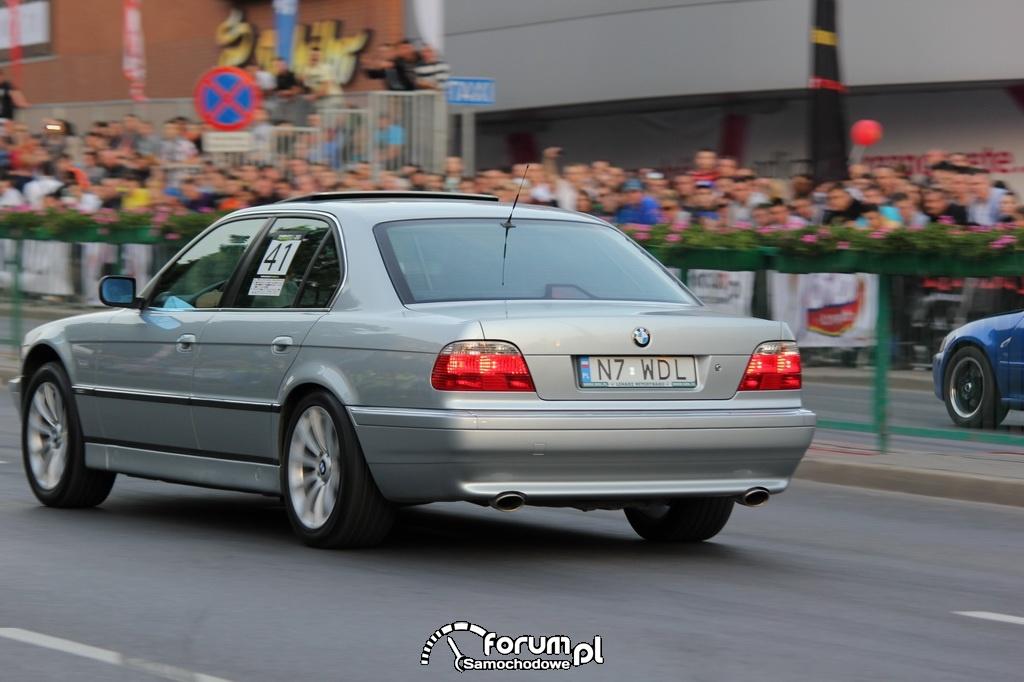BMW 740 - 286 KM, 400 NM, 2