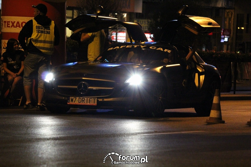 Mercedes-Benz SLS AMG, otwarte drzwi