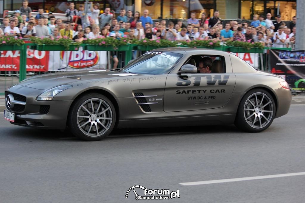 Mercedes-Benz SLS AMG vs. Motor