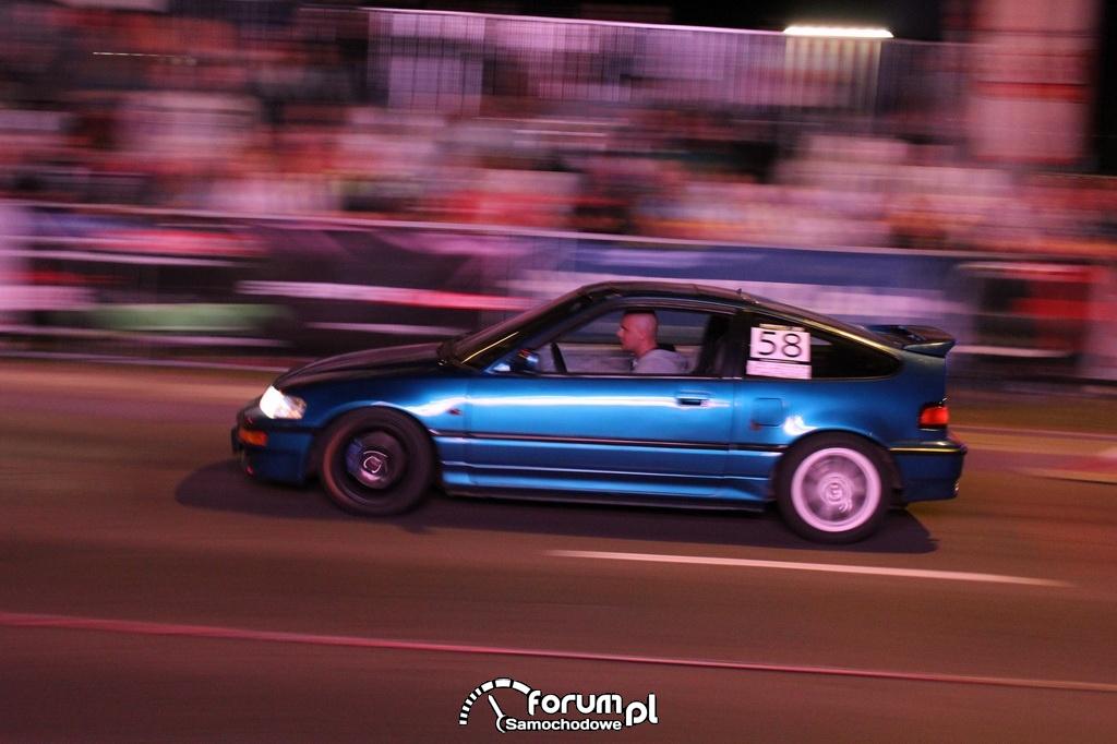 Honda CRX podczas jazdy w nocy